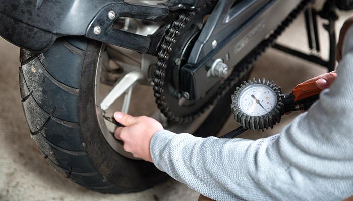 5 señales que necesitás para cambiar los neumáticos de tu moto