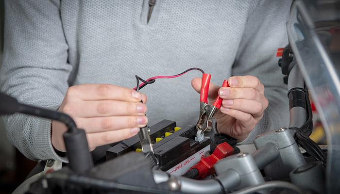 Aprendé a cargar la batería de tu moto