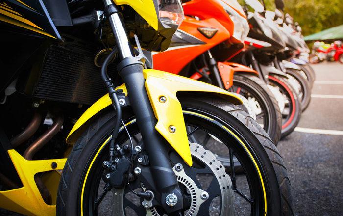¿Cómo funcionan y por qué revisar las suspensiones de moto?