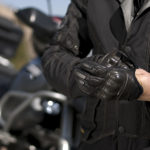 Claves para elegir unos guantes de moto adecuados