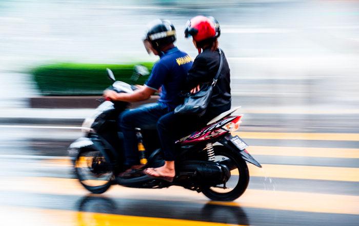 Situaciones que debes evitar en moto