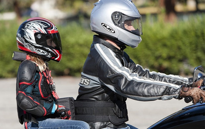 Consejos para viajar con niños en moto