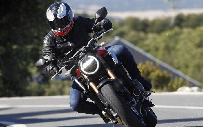 4 cosas que no debes hacer en moto